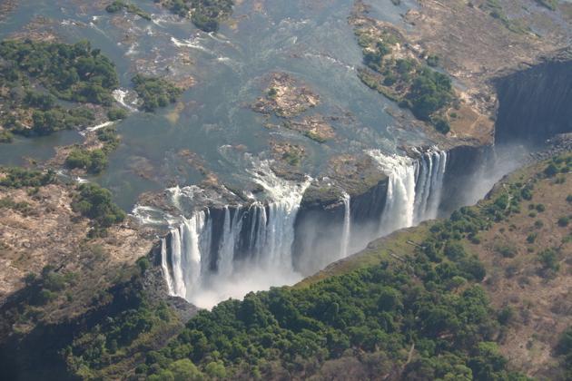 Les chutez Victoria entre le Zimbabwe et la Zambie
