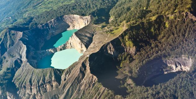 Les craters du lac Kelimutu  Indonesie