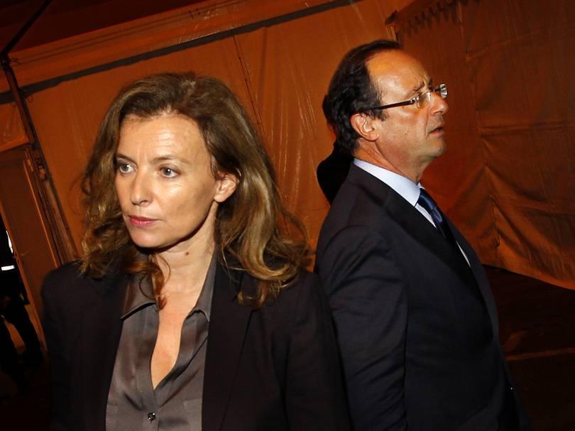 Francois-Hollande-et-Valerie-Trierweiler-au-salon-du-livre-de-Brive-La-Gaillarde-le-4-novembre-2011_exact810x609_l